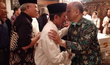 Bupati Prof.Nelson Pomalingo Melayat Kerumah Duka Patra Kuningan Alm.BJ Habibie