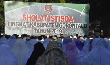 Breaking News : Pemerintah Kabupaten GorontaloLaksanakan Sholat Istisqo, Minta Diturunkan Air Hujan Kepada Allah SWT