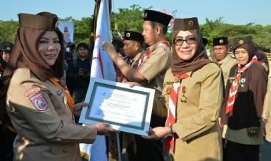 Kwarcab Kabupaten Gorontalo, Dr. Fory Armin Naway Terima Penghargaan Satya Lencana Darma Bakti