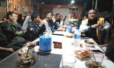 Diskusi Menarik Di Kedai Pojok Gorontalo Bersama Benny Ramdani