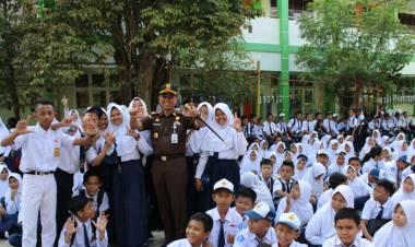 Kajari Dr. Supriyanto Lewat Momentum Hari Sumpah Pemuda Gemakan Jaksa Masuk Sekolah