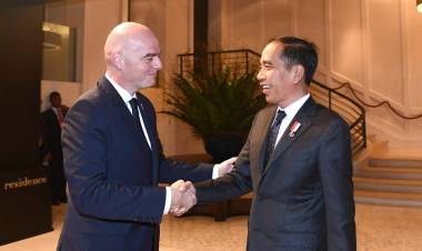 Presiden Jokowi Saat Bertemu Presiden FIFA : 10 Stadion Kami Siapkan Piala Dunia U-20