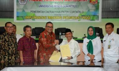 Pemerintah Daerah Dan Universitas Negeri Gorontalo Teken MOU, Dr. Edward Wolok : Pembangunan UNG Tidak Lepas Dari Andil Bupati Gorontalo