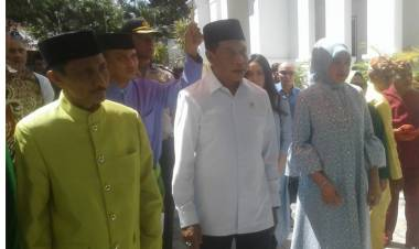 Kunjungi Kampung Halaman Menpora Zainudin Amali Di Sambut Secara Adat Gorontalo