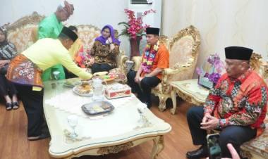 Pangdam XIII/Merdeka Mayor Jenderal Santos Gunawan Matondang Bersama Rombongan Sambut Secara Adat  Gorontalo