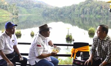 Gubernur Gorontalo Beserta JWS Terpesona Dengan Danau Tondok