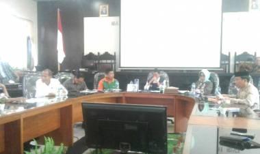 Bupati Gorontalo, Nelson Pomalingo Bahas Penyaluran Jaminan Sosial Dengan Gubernur  Gorontalo