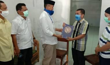 Serahkan Al-Qur'an Ke DPD-PKS, Dr. Rustam Akili : Ini Tidak Ada Unsur Politik Maupun Hubungannya Dengan Pilkada