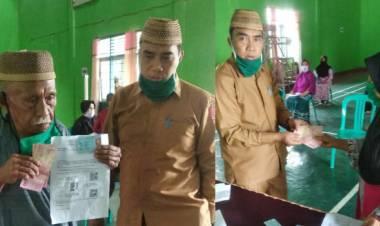 Lurah Kayumerah, Iswan Abdul Hasan Salurkan BST Pada Warganya