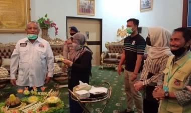Gubernur Gorontalo Bersama Istri Disambut Dengan Nasi Tumpeng Ke 57 Oleh Bupati Gorontalo