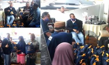 Dr. Rustam Hs. Akili Ringankan Beban Masyarakat Dampak Banjir Di Desa Pelehu Kecamatan Bilato