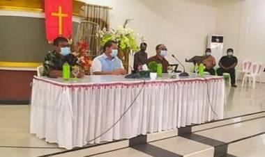 Sambangi Wilayah 06 Melonguane, Bupati Elly Lasut Serahkan Bansos