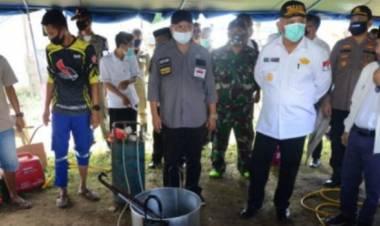 """""""Serahkan Bantuan"""", Gubernur Gorontalo : Persoalan Banjir Jangan Saling Mempersalahkan, Tapi Cari Solusinya"""