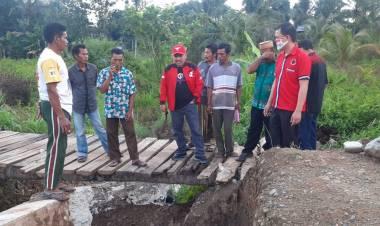 Aleg Harijanto Mamangkey, Bantu Warga Desa Suka Mulya Memperbaiki Jembatan