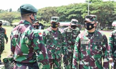 Danrem 133/NW Dampingi Waassops Panglima TNI Cek Kesiapan Operasi Satgas Pamtas Penyangga Yonif Raider 715/Mtl Ke Papua