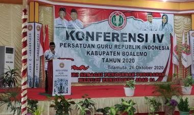 Buka Konferensi PGRI, Darwis: Jangan Terlibat Politik Praktis