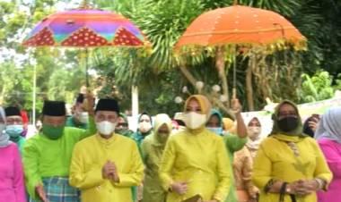 """""""Jalani Prosesi Adat"""", Bupati Gorontalo : Kekuasaan Pemberian Sang Pencipta"""