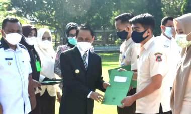 2527 SK Perpanjangan Diserahkan Bupati Gorontalo