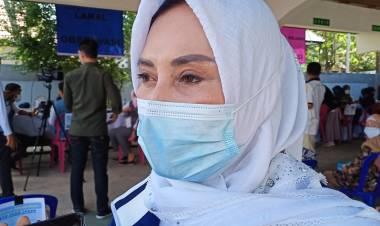 Indri Dunda Ajak dan Fasilitasi Warga ke Tempat Vaksinasi