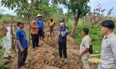Terima Aduan Masyarakat, Wabup Turun Langsung Tinjau Pekerjaan Normalisasi Sungai