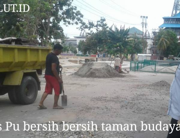 Kadis PU Syamul Baharudin Turun Lapangan Bersih Bersih Taman Budaya Sambut Adipura