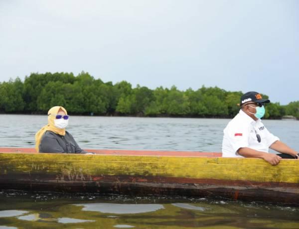 Gubernur Rusli dan Perahu Tradisional Nelayan