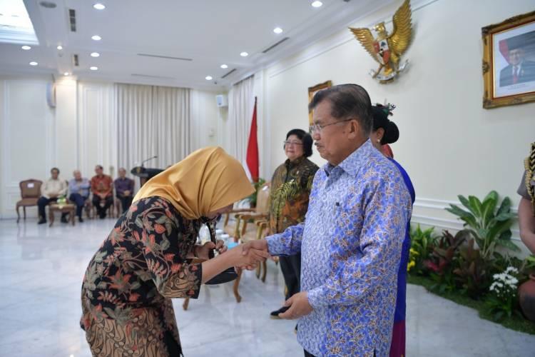 Pemerintah Kabupaten Gorontalo Terima Penghargaan
