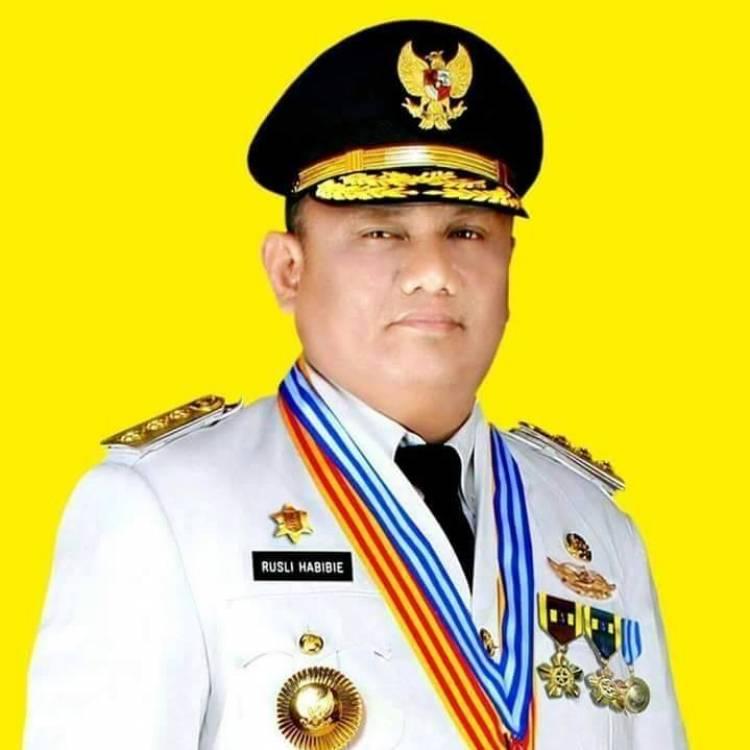 Gubernur Gorontalo Rusli Habibie Angkat Bicara