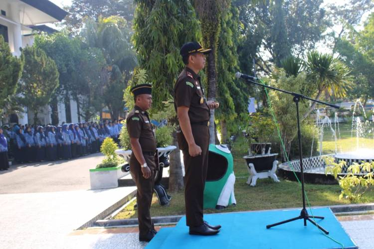 Kejari Kabupaten Gorontalo Menjadi Inspektur Upacara Di Hadapan ASN