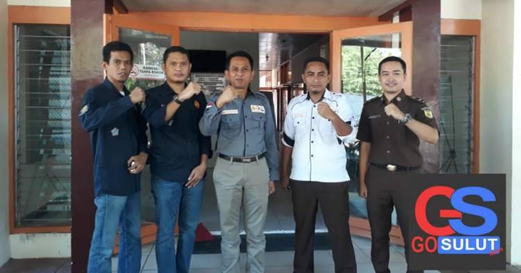 Kejari Limboto Dr Supriyanto Lakukan Pencoblosan Di TPS VI Kayubulan