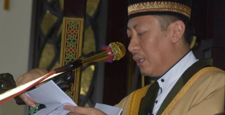 DR. dr. H. Muhammad Isman Jusuf Menjadi Khotib Idul Fitri Di Masjid Agung Baiturrahman Limboto