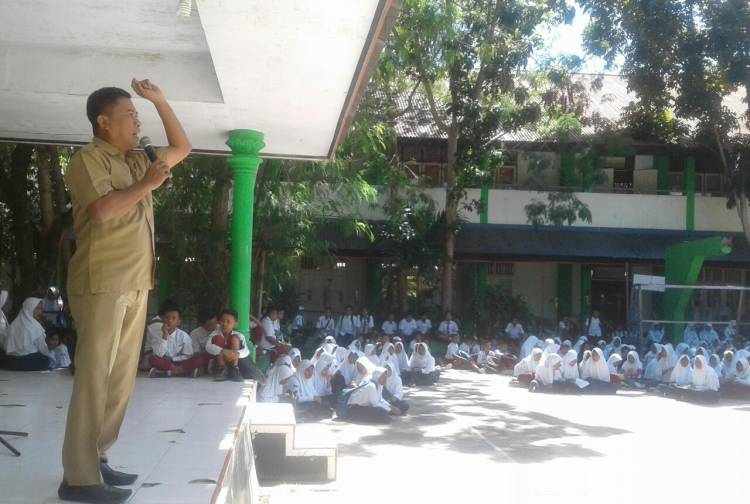 SMP 1 Limboto Sosialisi Bahaya Ehabon Bagi Para Siswa, Haris Suparto Tome : Dalam Mendidik Anak Jangan Mengunakan Pola Lama