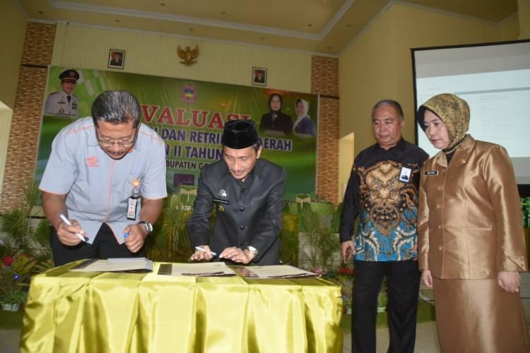 Prof. Nelson Pomalingo Gandeng PT Pos Indonesia