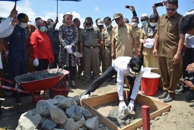 Wali Kota Palu Didampingi Kaban BPBD Meletakkan Batu Pertama Pembangunan Huntap Kelurahan Tondo.