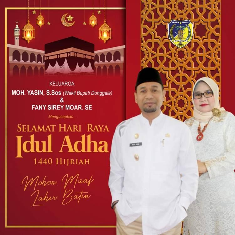 Wakil Bupati Donggala Menyerahkan Satu Ekor Qurban Di Masjid Raya Donggala