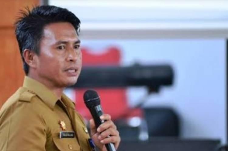Mewakili  Bupati Hj Yasti Suprejo Mokoagow,  Sekda Bolmong Lantik Puluhan Pejabat