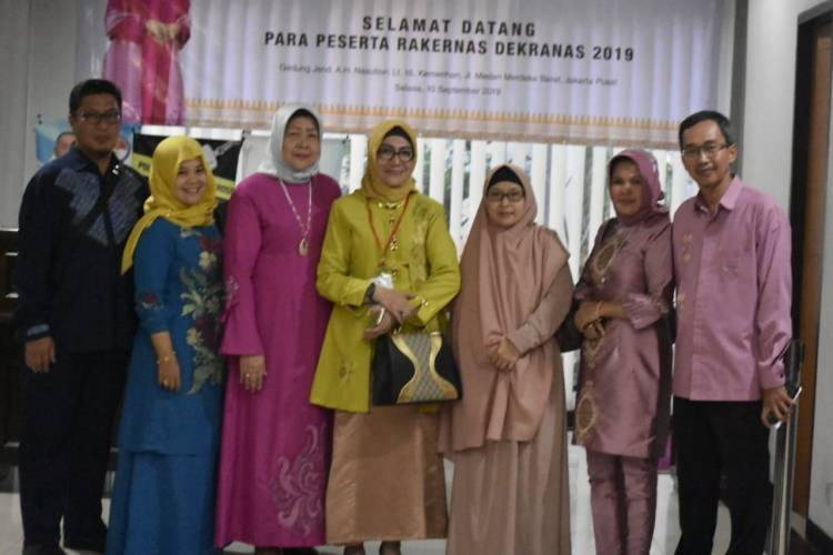 Ketua Dekranasda Kabupaten Gorontalo, Dr. Forry Naway Hadiri Rakernas Dekranas