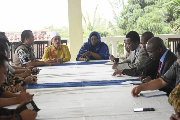 Prof.Nelson Pomalingo Pimpin Rapat Asosiasi Kopek Bersama Dengan Wakil Mentri Tanzania, Srilanka Dan Pemkab Karangasem