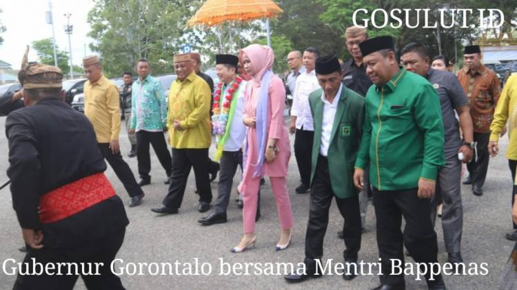 Menteri PPN/Bappenas, Suharso Monoarfa Tiba Di Gorontalo Di Sambut Dengan Adat Mopotilolo