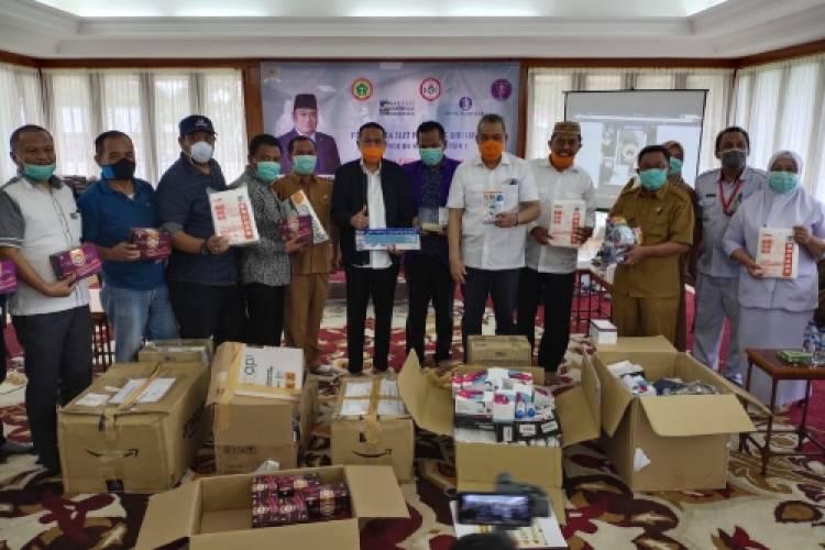 Bantu Rumah Sakit di Gorontalo, Rachmat Gobel Serahkan APD
