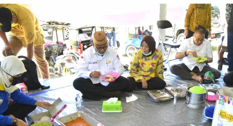 Gubernur RH Bersama Istri Terus Layani Rakyat Dengan Nasi Kotak Secara Berpindah Pindah Tempat
