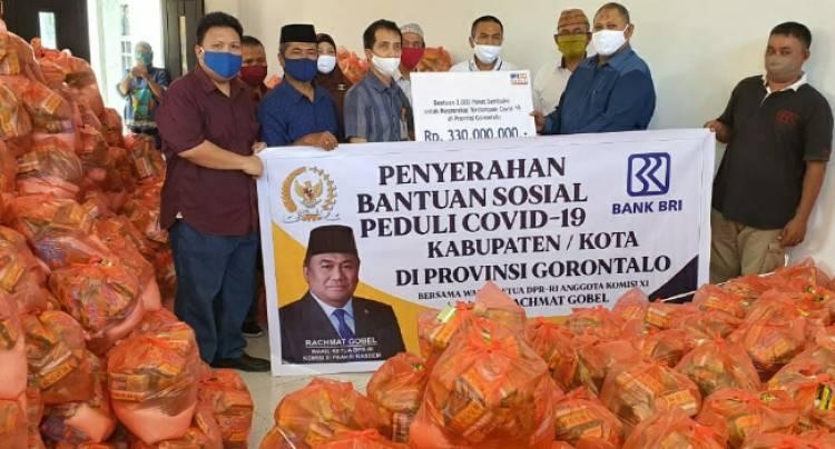 Tenaga Ahli Wakil Ketua DPR-RI, Dr.Rustam Akili, Saksikan Penyerahan Paket Sembako Peduli Covid-19