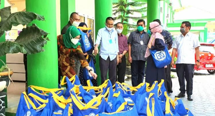 Wakil Direktur RS. MM. Dunda Limboto Doakan Rachmat Gobel Dan Tenaga Ahli Wakil Ketua DPR-RI Dr. Rustam Hs. Akili