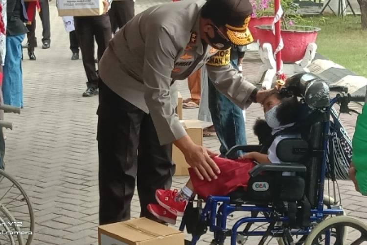 Bansos Serentak Seluruh Polda dan Jajaran, Kapolda Gorontalo: Indahnya Berbagi