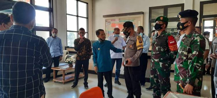 Usai Pimpin Rapat Forkopimda, Bupati Gorontalo Nelson Pomalingo Kunjungi KPU