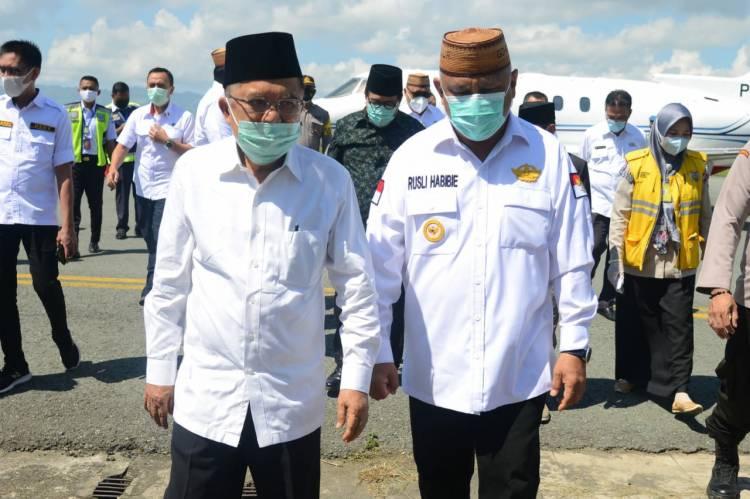 Gubernur Rusli Habibie Sambut Kedatangan JK di Gorontalo