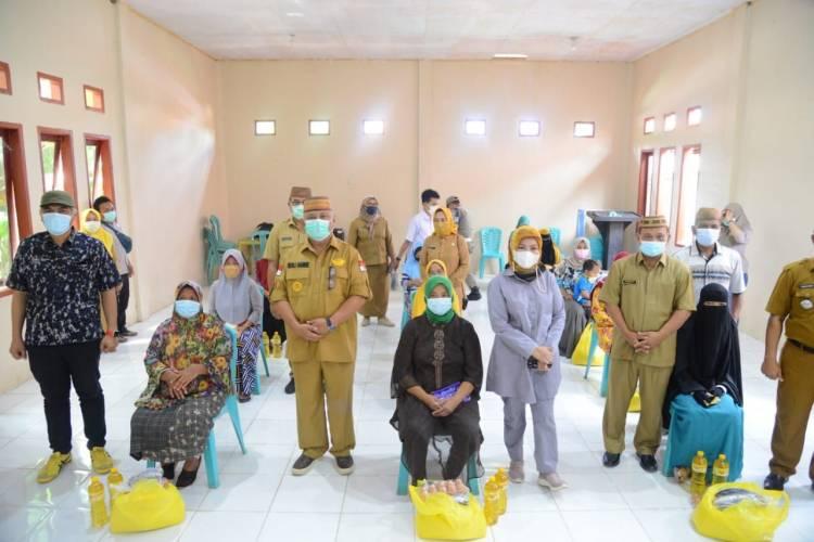 Gubernur Gorontalo Serahkan Bantuan Bersubsidi Untuk Rakyat Biau – Tolinggula