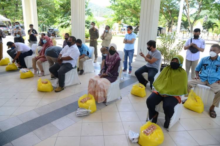 Gubernur Gorontalo Serahkan Bantuan Untuk 460 Sopir