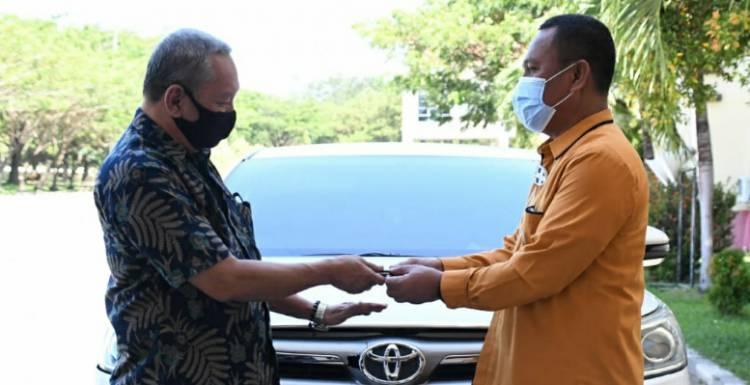 Asisten II Setda Kembalikan Aset Mobil Dinas Kepada Pemerintah Daerah