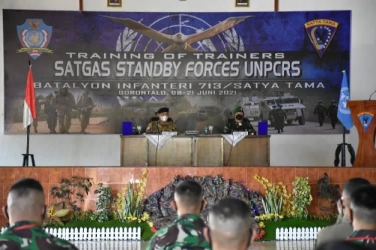 Komandan PMPP TNI Membuka Training Of Trainers Satuan Tugas Stanby Forces UNPCRS di Yonif 713/ST